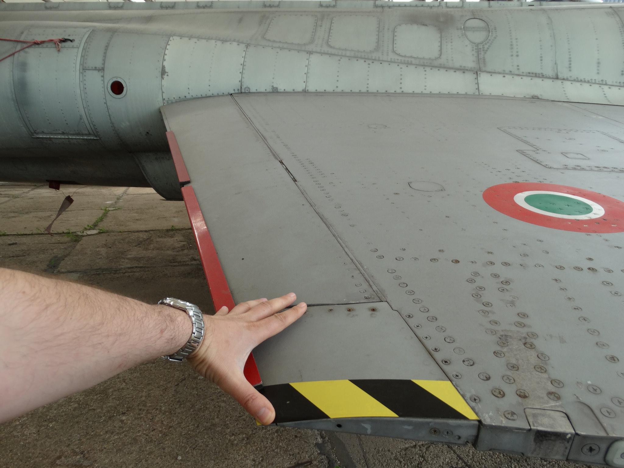 Крилото на F-104