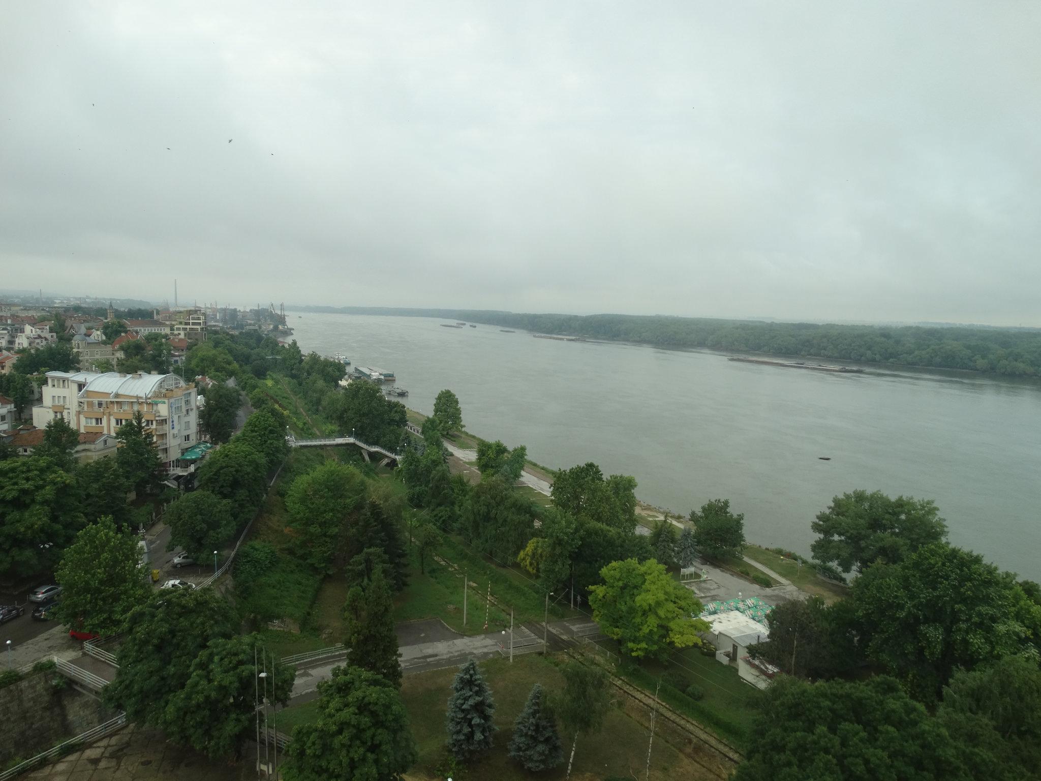 Изглед към Дунава от х-л Рига